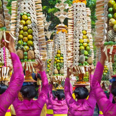 Indonésie et bataille de riz, fêtez Perang Topat !